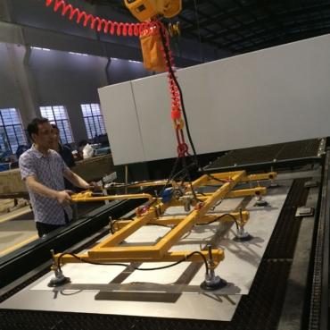 苏州不锈钢板材铝塑板等真空吸盘上料助力机械手悬臂吊